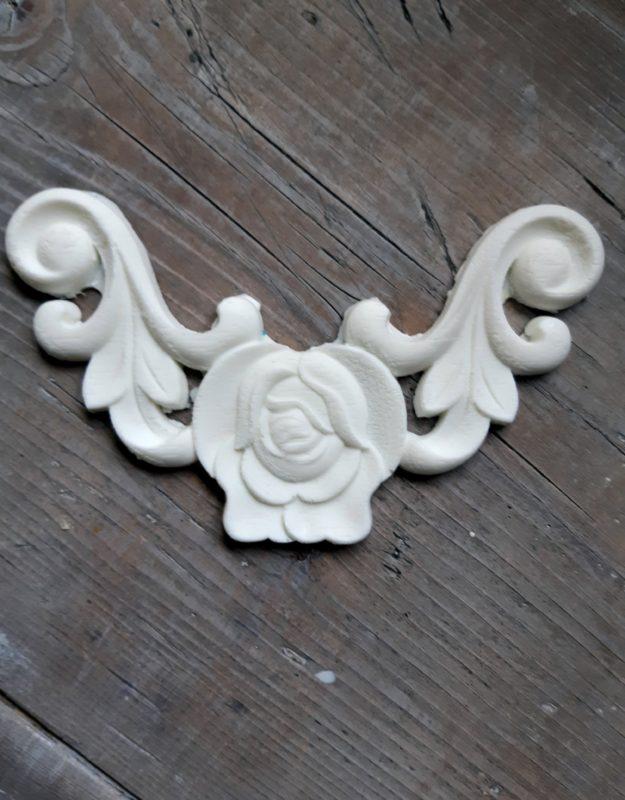 Bútordísz, (hőre hajlítható)   rózsás sarok 15cm x 9,5cm
